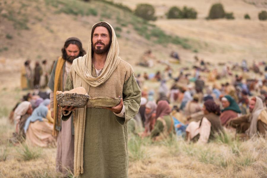 jezus dzieli clebem 900x600 - Czytanie na poniedziałek 3 sierpnia 2020