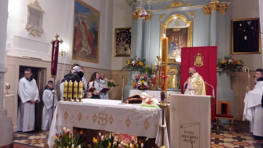 20180402 120216 900x506 - Wizyta księdza Biskupa Romana Marcinkowskiego